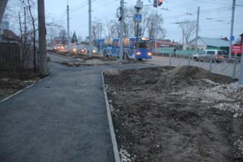 Комиссия УГД проинспектировала работы по благоустройству ул.Деева