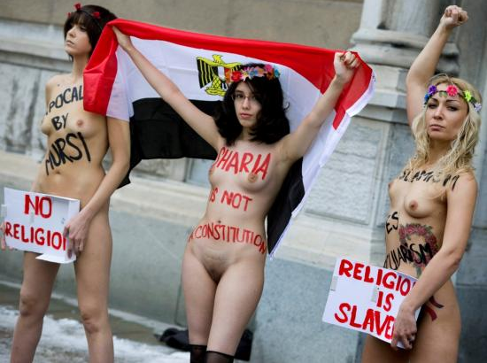 Девушки из Femen обнажились в мечети