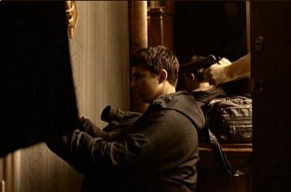 Я брата ищу. Багров Виктор, он жил здесь. Я брат его младший. Только два дня в Ленинграде. Мне мать его адрес дала: Мойка, 1, квартира 8.