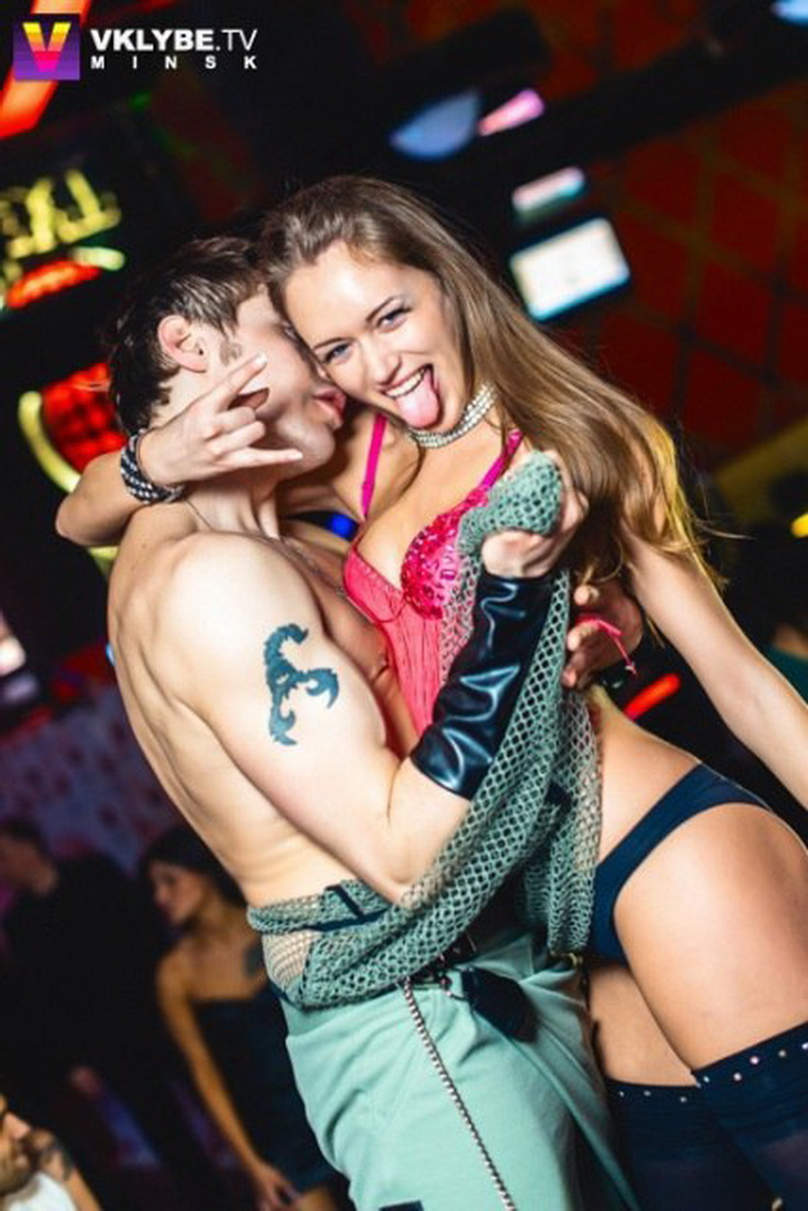 Вторая вице-мисс Наталья Башура танцует go-go в клубе
