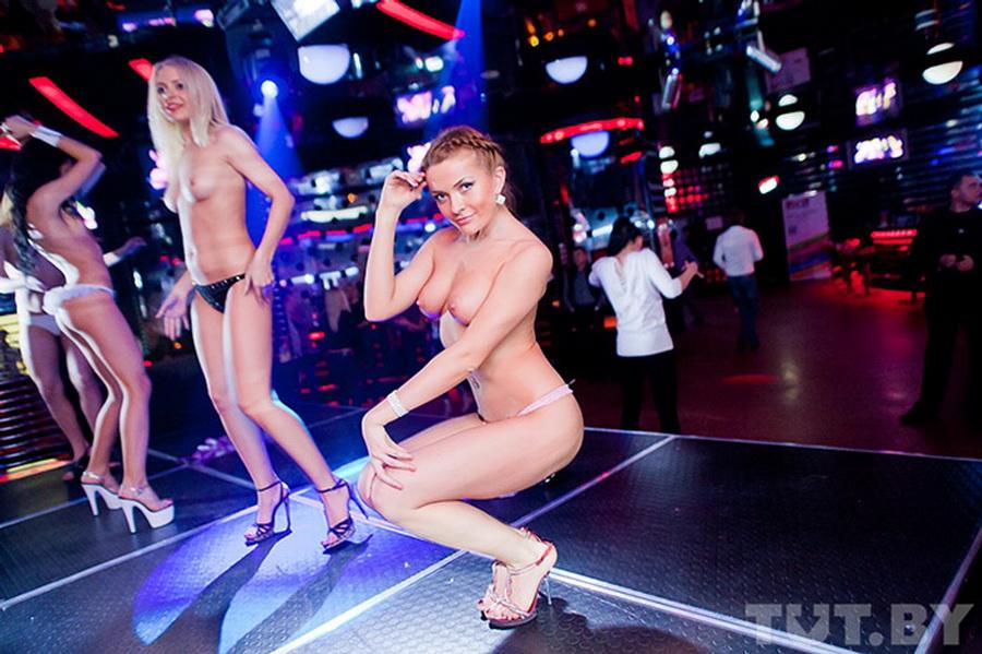 «Мисс Дружба» Екатерина Войтус – официальная стриптизерша. Работает не только в ночных клубах, но и на частных заказах.