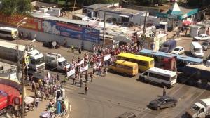В Самаре 23 июля 2013 года  продавцы рынка перекрыли движение по улице Авроры