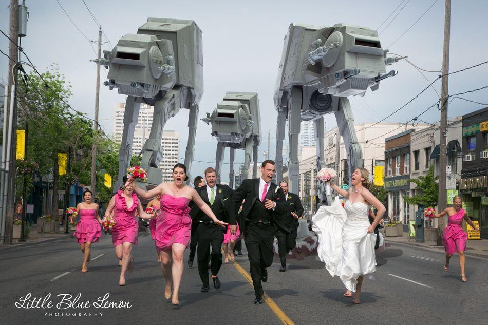 Тренд 2013 на свадебных фото: свадьба в опасности